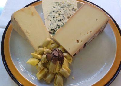 Plin fonduta di formaggi con salsa tartufata