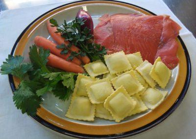 ravioli di trota affumicata con verdurine